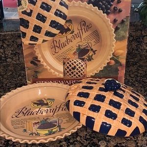 HomeTrends Stoneware Pie Plate with Lid